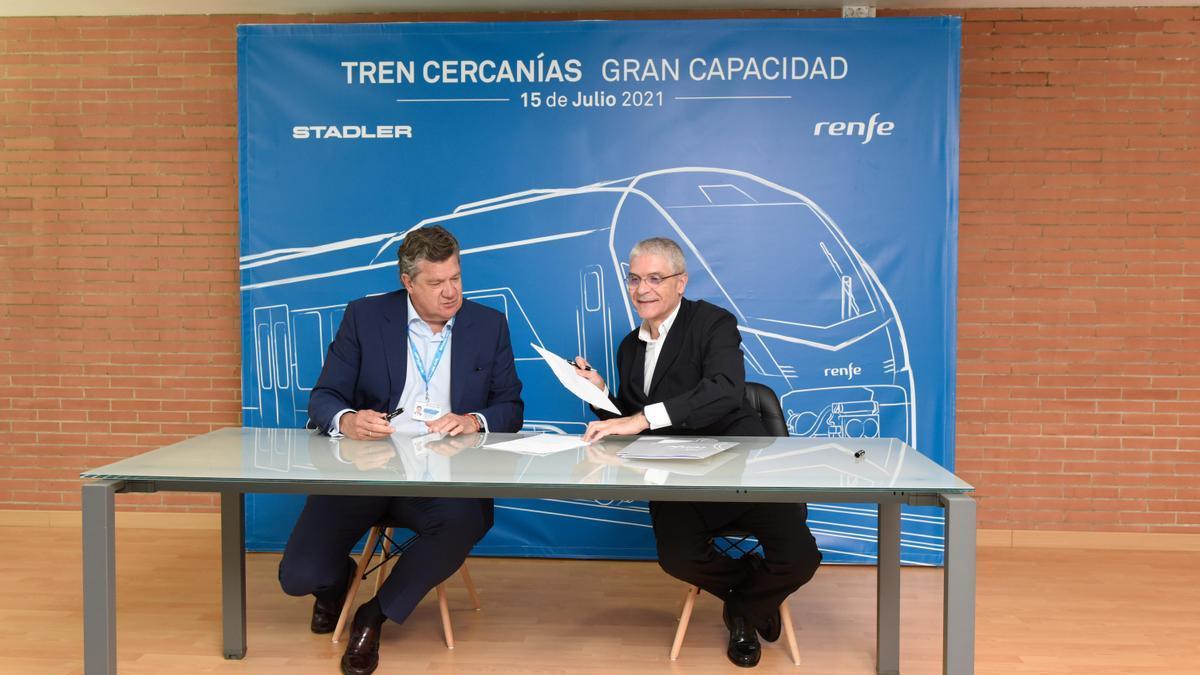 Los presidentes de Renfe y de Stadler Rail Valencia, Isaías Táboas e Iñigo Parra