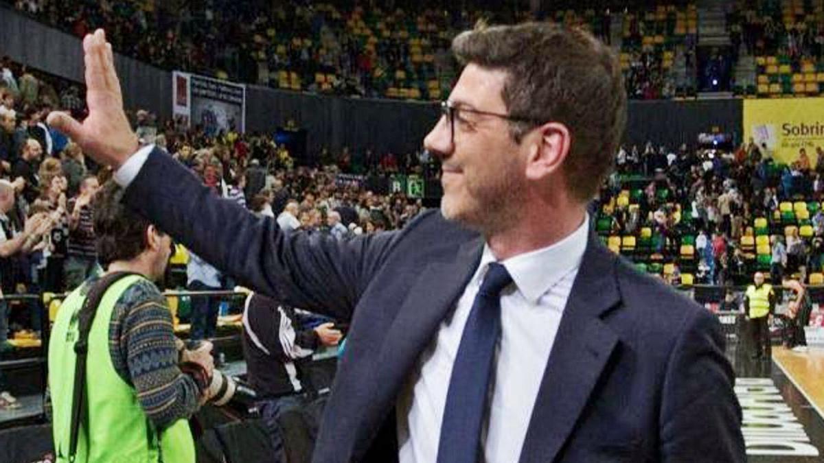 Fotis Katsikaris, en una imagen de su etapa como entrenador del UCAM de Murcia