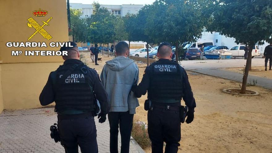 Tres detenidos en Sevilla en la desarticulación de una banda que robaba armas a cazadores