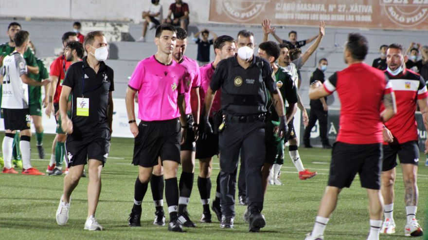 El árbitro del Buñol-Castellón B expulsó a tres jugadores locales tras la agresión sufrida