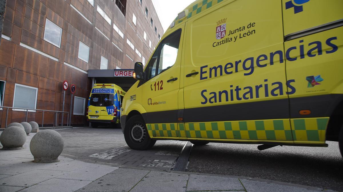 Ambulancias en la entrada de Urgencias