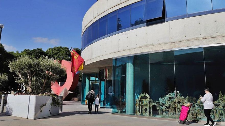 El Ayuntamiento gastará 400.000 euros en alquilar tres oficinas en las torres azules