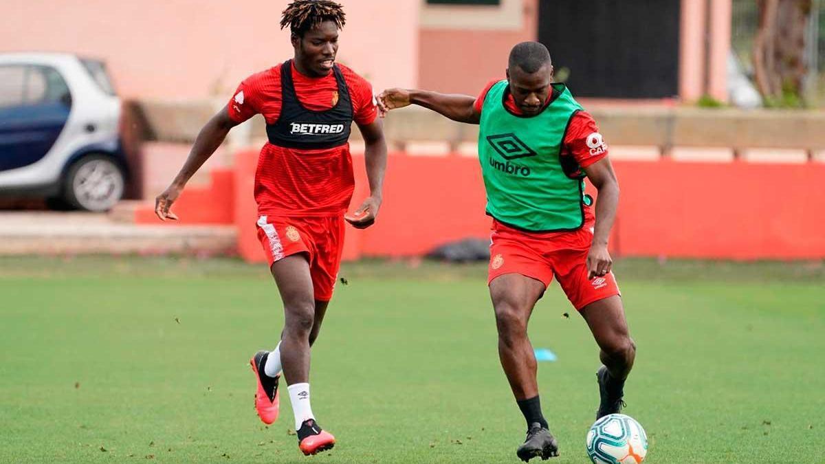 Imagen de un entrenamiento de esta semana del Mallorca, cuyos jugadores tuvieron ayer día libre.