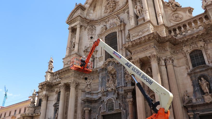 Estudian la fachada de la Catedral para restaurarla