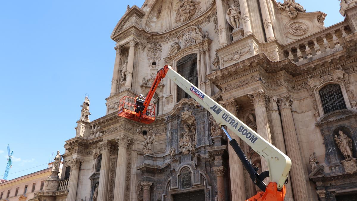 Realizan un escaneado láser de la fachada de la Catedral