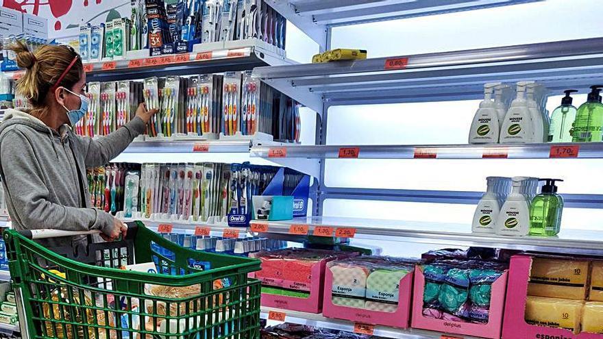 La avalancha de compras provoca falta de productos en los supermercados