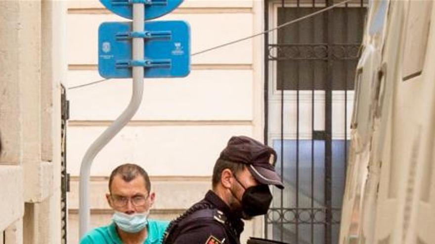 Acuchilla al hijo de su pareja en Alicante por no recoger su cuarto