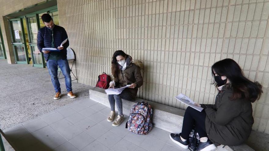 Los universitarios demandan 19.306 becas, un 14,6% más que el curso pasado