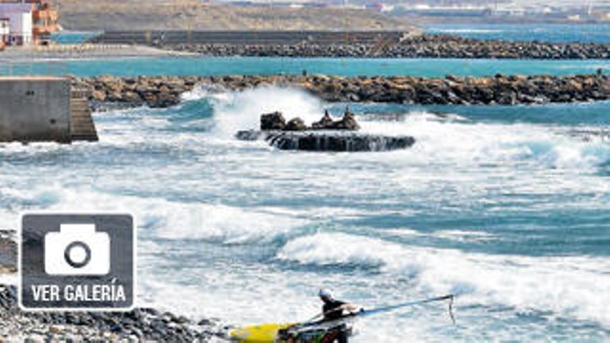 Pozo Izquierdo trata de atraer regatistas de surf y turismo de piscinas naturales