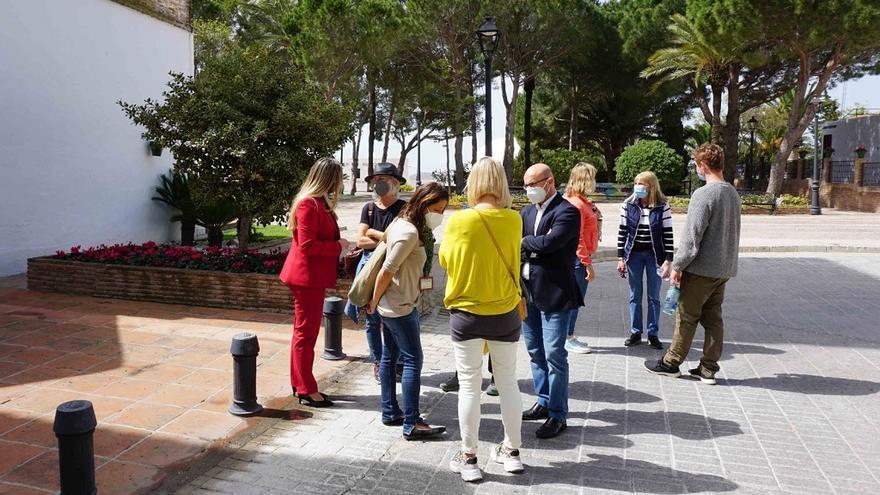 Mijas se reinventa y reactiva el turismo en el Pueblo con los residentes extranjeros de la provincia