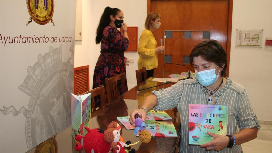 Un libro pretende ayudar a explicar las enfermedades a los niños de Lorca