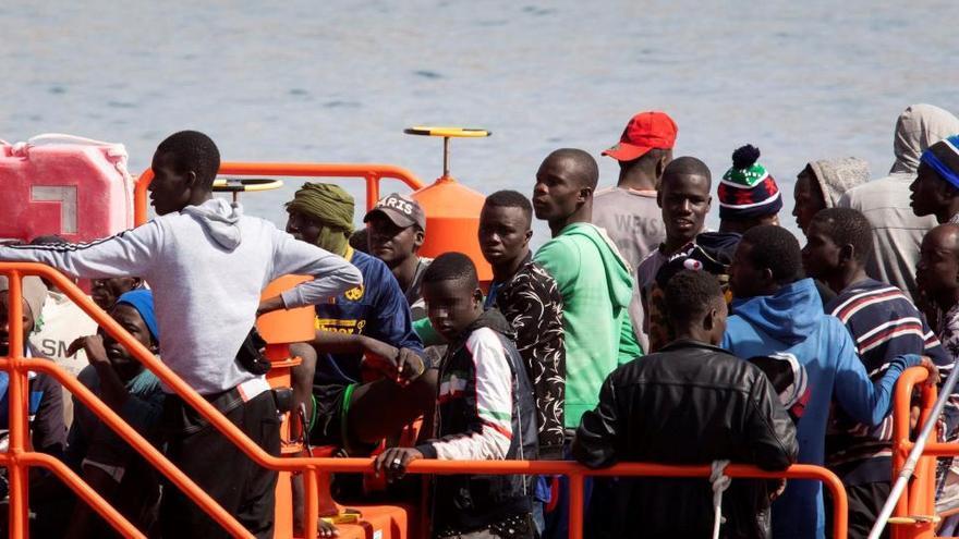 Más de 200 migrantes llegan en pateras a Canarias