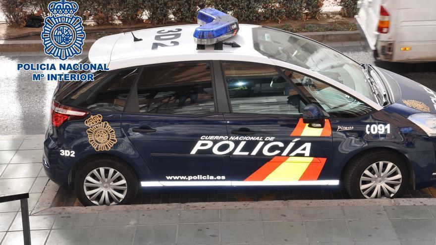 Un agente 'pilla' a tres jóvenes entrando a robar en una casa en Zaragoza