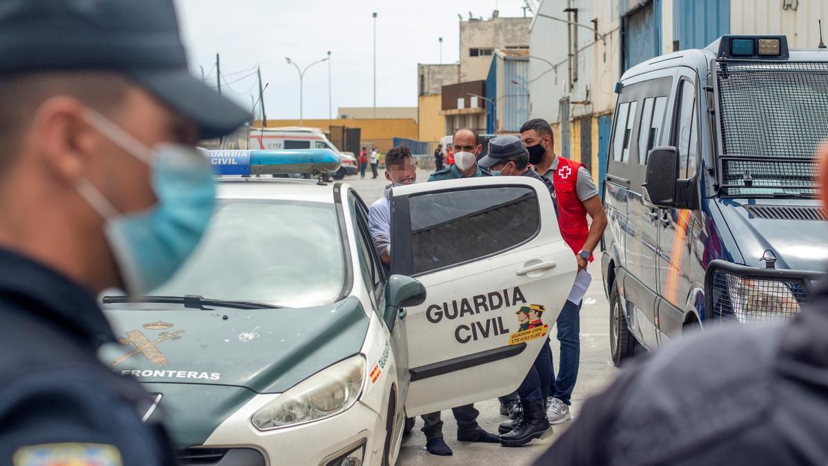 La Guardia Civil permanece desplegada en la frontera del Tarajal.