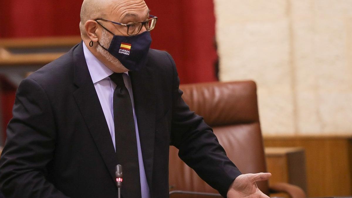 Vox anuncia que no apoyará más iniciativas del Gobierno andaluz hasta que implante el pin parental