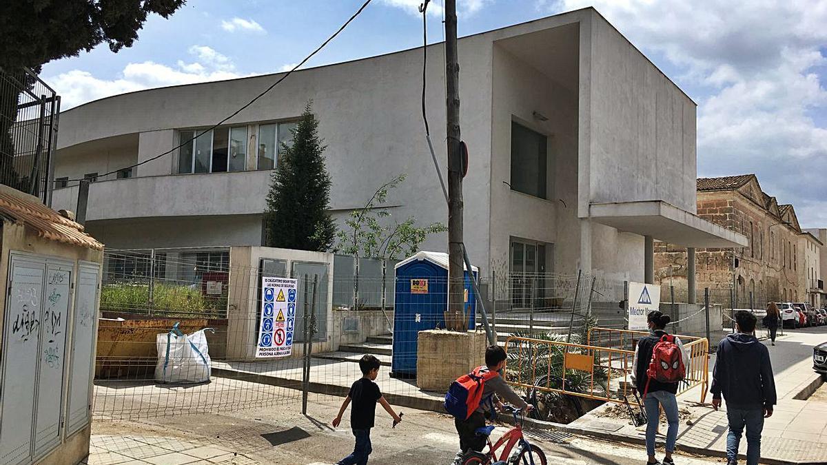 Empieza la ampliación del colegio público Simó Ballester.