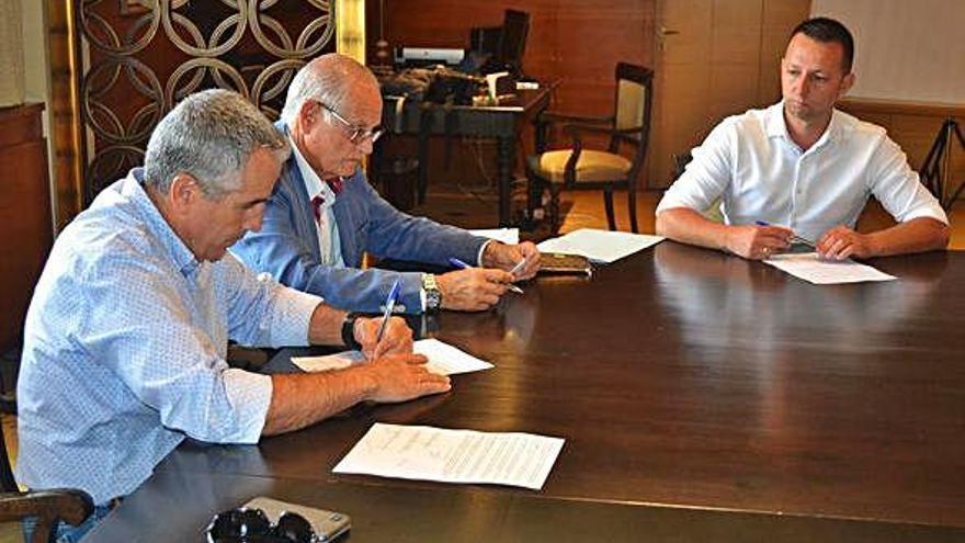 Mario Cabrera y el 'Marqués' se alían para seguir en el gobierno de La Oliva