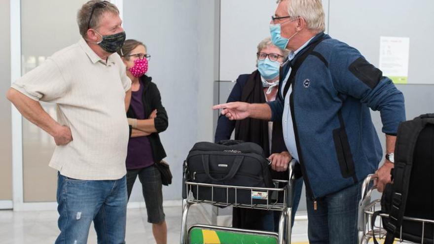 Primer día en el que los turistas que viajan a Canarias presentan las PCR negativas