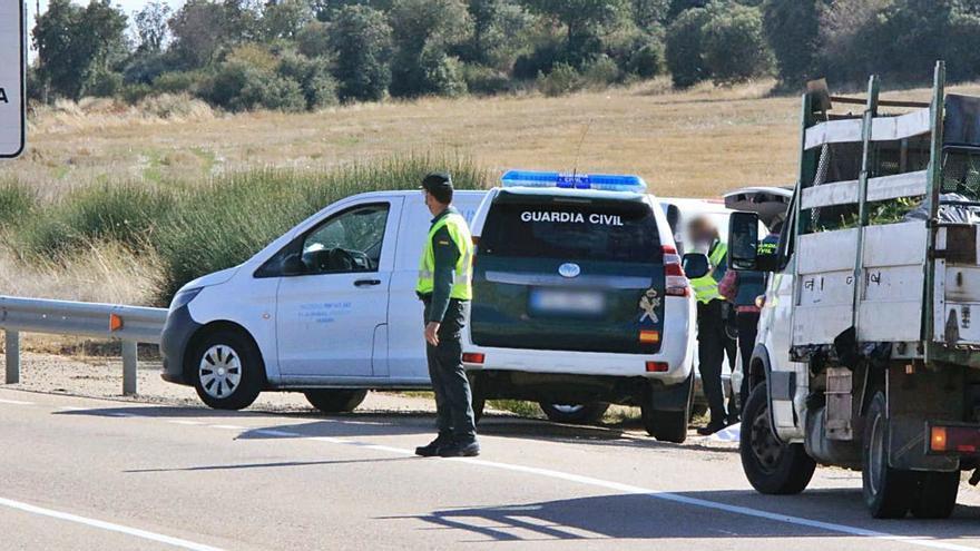 Aparece una persona fallecida en Fontanillas junto a un vehículo