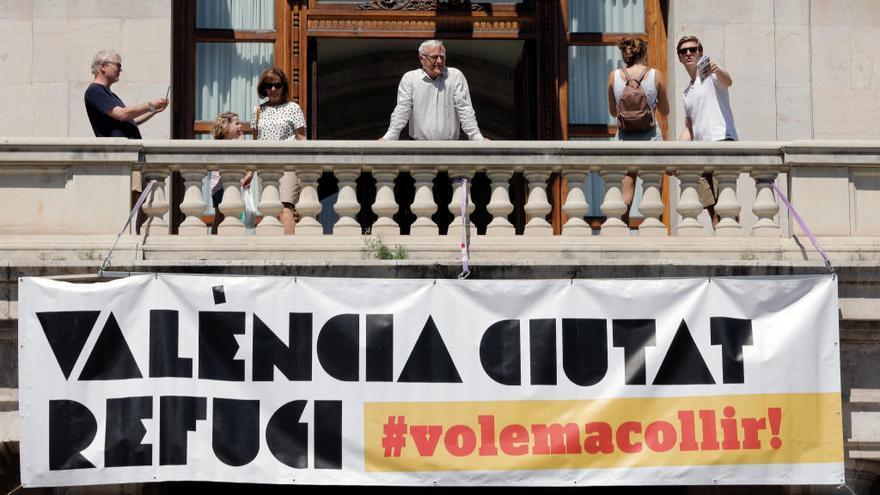 València recibe multitud de llamadas de vecinos y entidades para acoger a los migrantes del 'Aquarius'