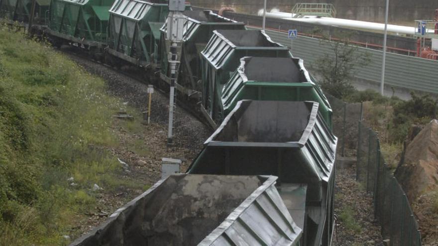 La Corporación reclama impulsar el tren a Langosteira pese al cierre de Meirama
