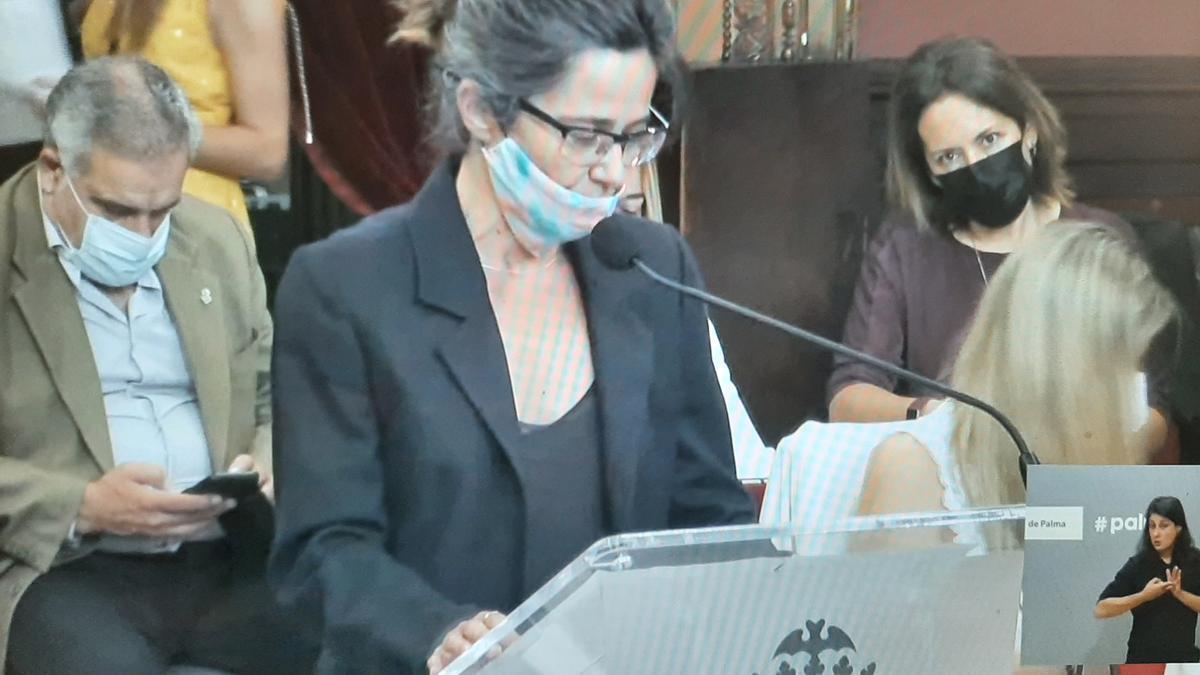 Un momento de la intervención de la representante vecinal en nombre de diez entidades del centro.