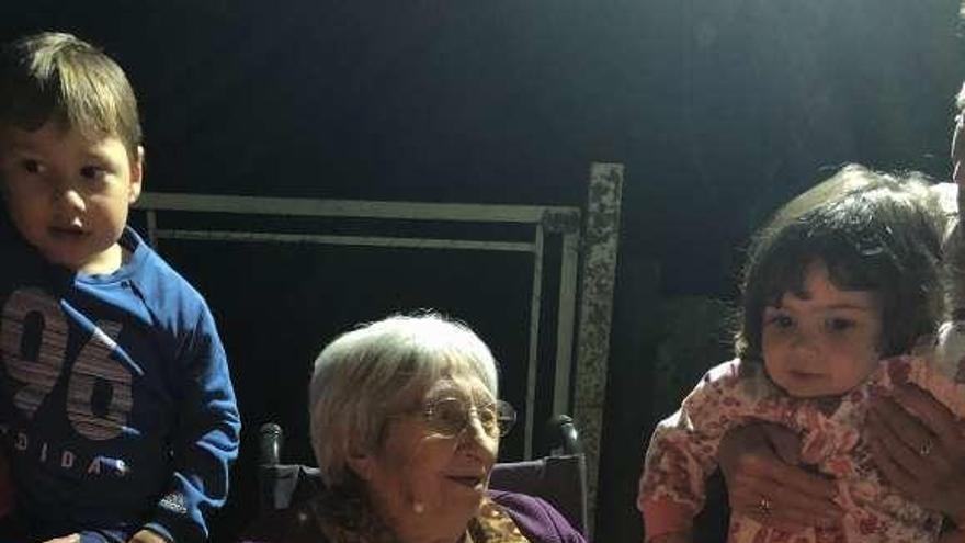 Herminia Vázquez Fraga celebra sus 101 años rodeada de sus seres queridos