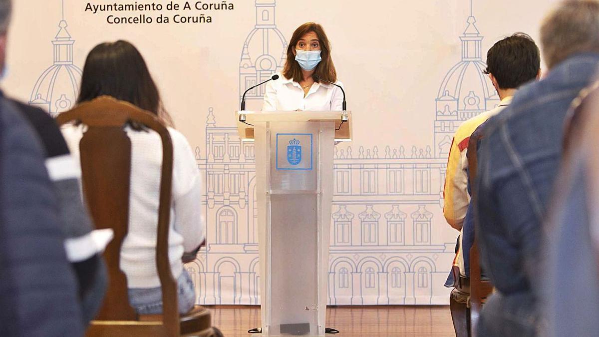Inés Rey, ayer en una rueda de prensa en el Salón Real.   | // LA OPINIÓN