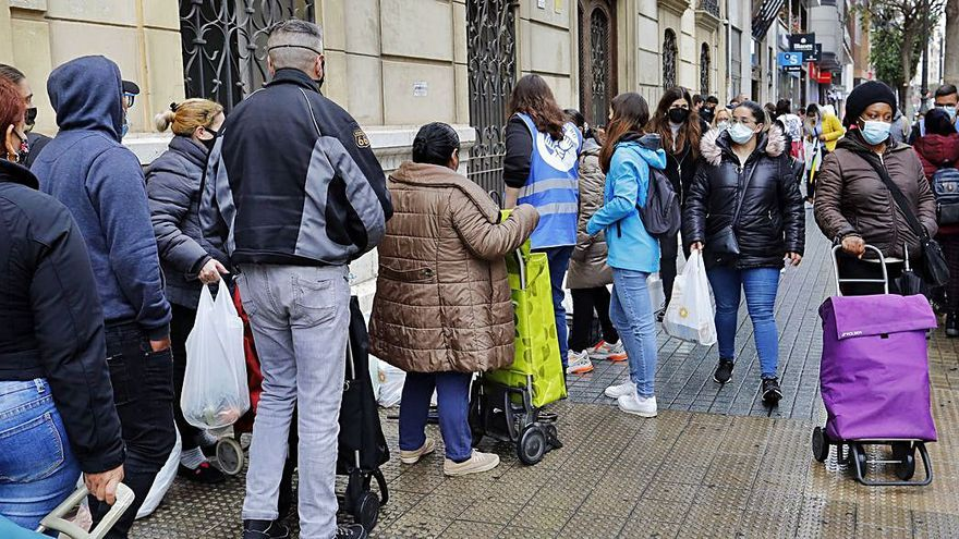 Esperanza Obrera vuelve a repartir comida