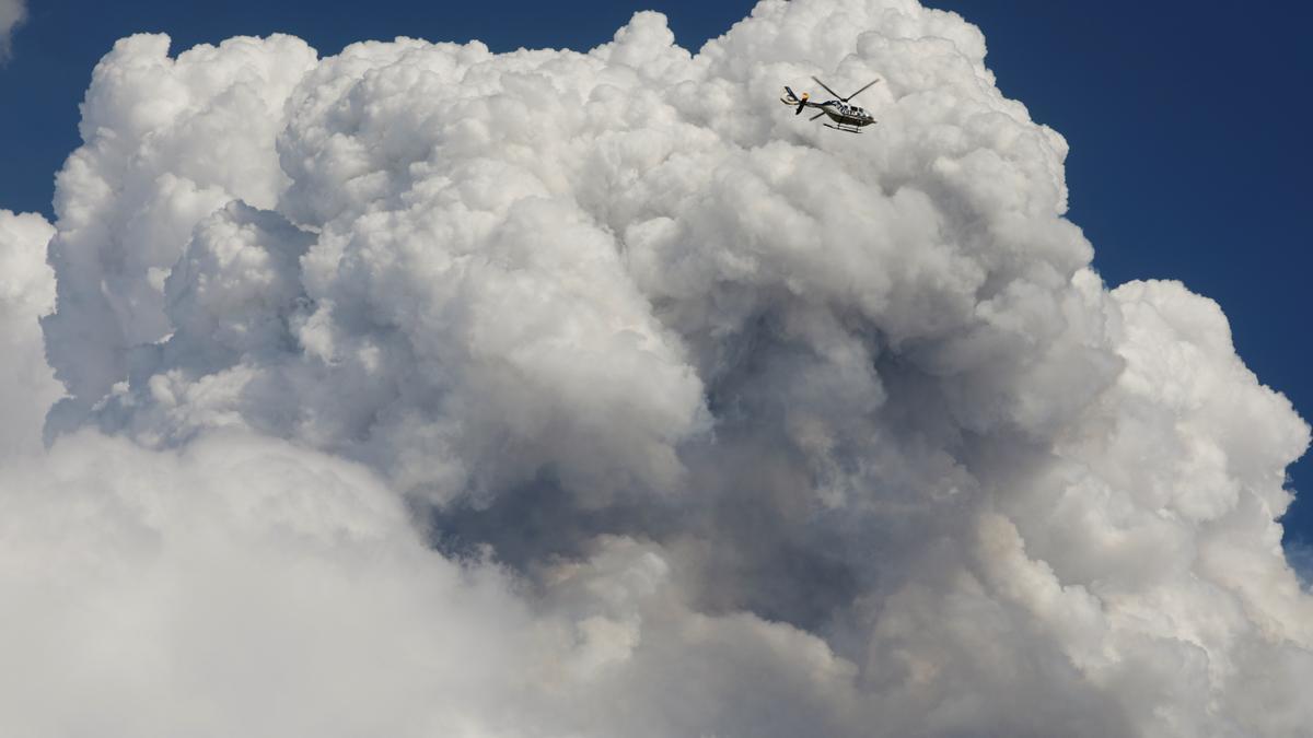 La nube que sale del volcán Cumbre Vieja de La Palma.
