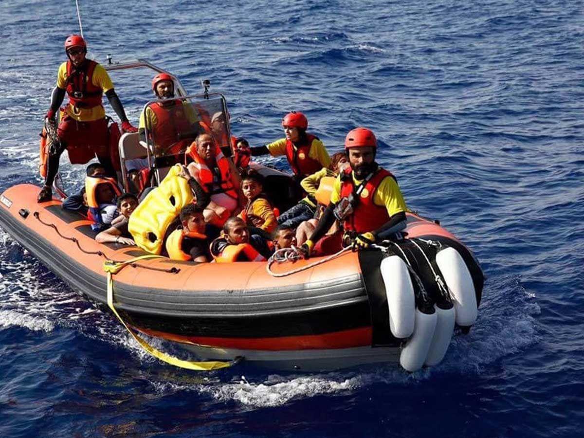 Claudia durante una misión de rescate  en el Mediterráneo ceneral con la ONG Proactive Open Arms.