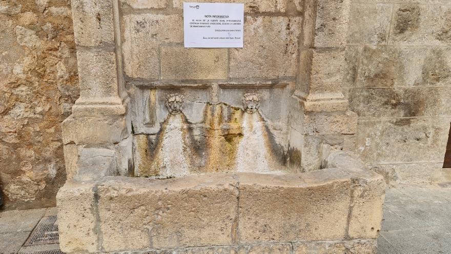 Las fuentes de la plaza de la Catedral y de los Franciscanos de Teruel se preparan para ser restauradas