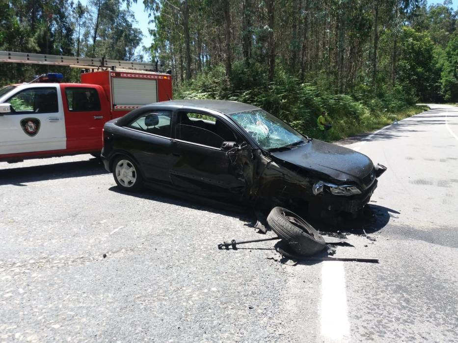 Sucesos en Pontevedra | Un herido en una colisión entre Cuntis y A Estrada