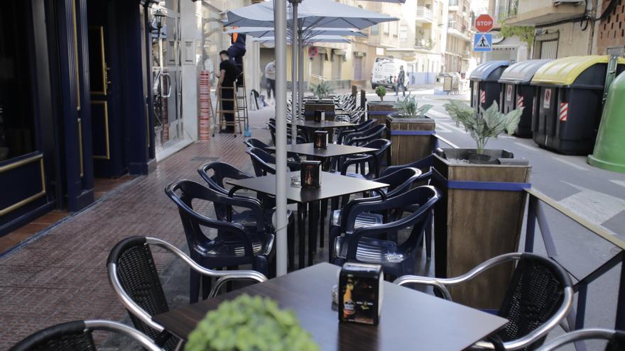Sillas, mesas y expositores pagarán la mitad de tasas en Santa Pola en 2022