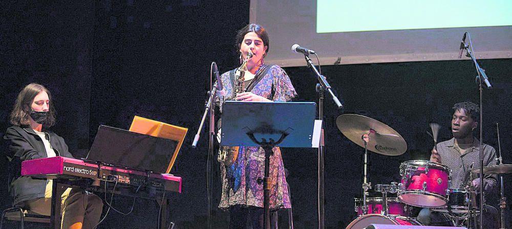 Biel Roca, Aina López i Timothée Kamba Tobías Blanque van obrir i van tancar amb música la gala