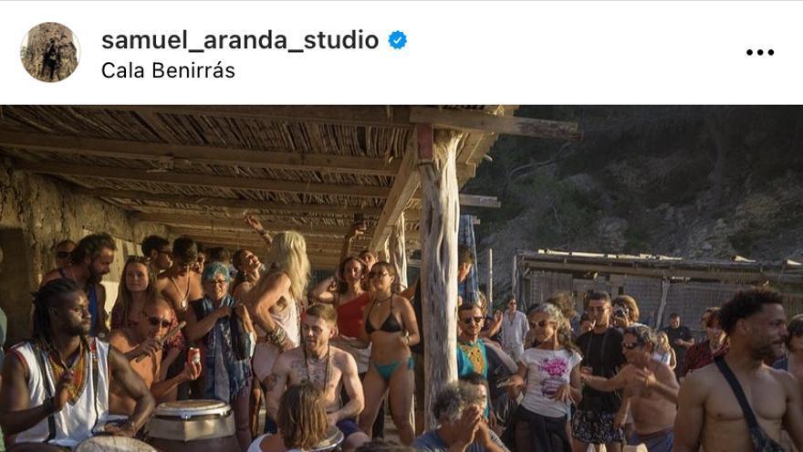 Decenas de personas se congregan en Benirràs sin mascarillas ni distancia durante el fin de semana