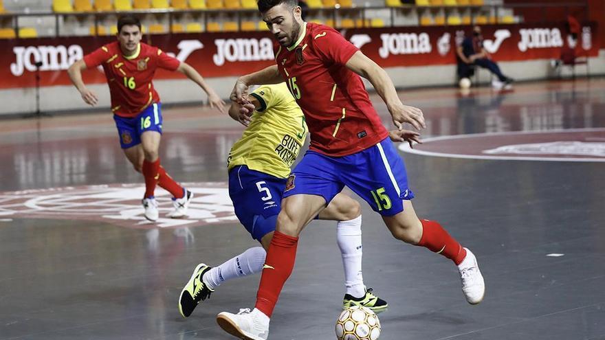 España gana el duelo de campeones ante Brasil