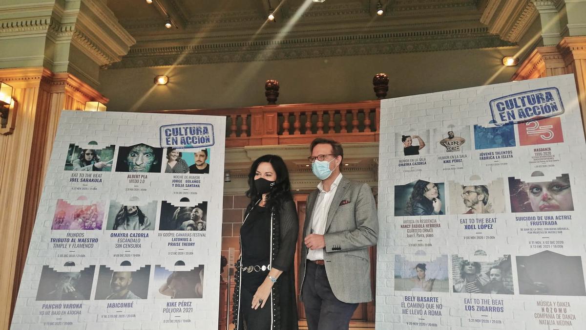 Nancy Fabiola Herrera y Tilman Kuttenkeuler, hoy, en la presentación del recital en el Teatro Pérez Galdós.