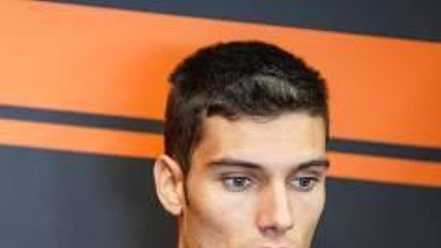 Navarro araña 5 puntos a Márquez y sigue en la lucha