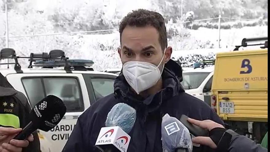 El temporal dificulta el rescate del segundo operario sepultado por un alud en Asturias