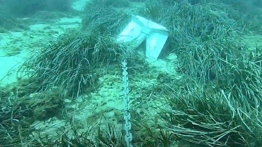 Un vídeo constata la degradación  del agua de la bahía del Port de Sóller