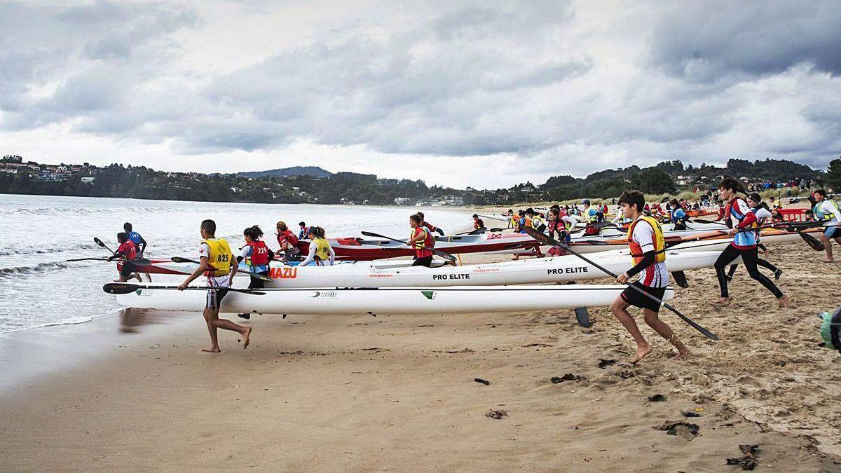 Casi 140 deportistas en la I Regata Kayak de Mar de Miño