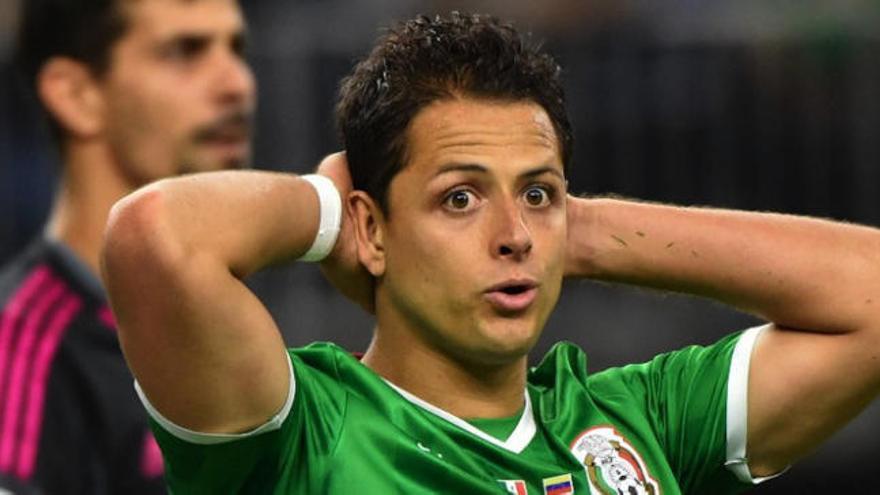 El Sevilla negocia la salida de Chicharito