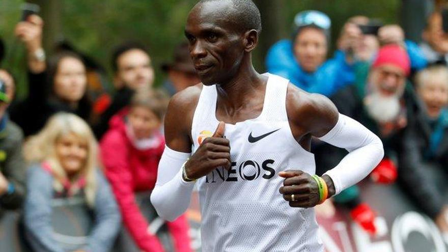 Eliud Kipchoge destroza el muro de las dos horas en un maratón