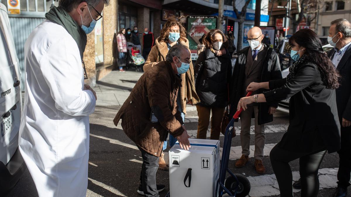 Llegada de las vacunas al servicio territorial de Sanidad en Zamora.