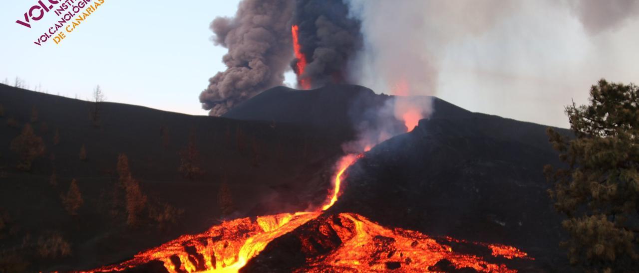 Imágenes del volcán de La Palma tras un mes de erupción