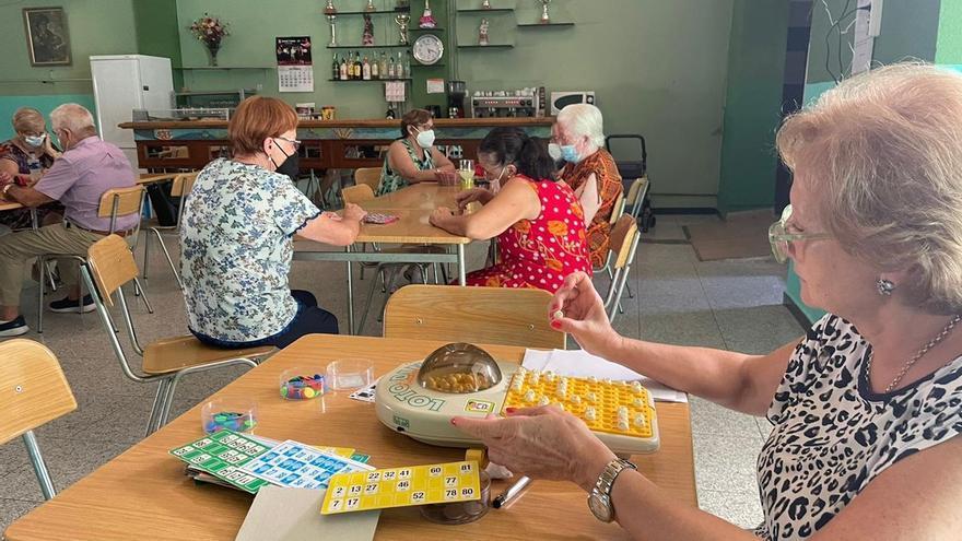 Los mayores de Vila-real, a ritmo de bingo para recuperar rutinas