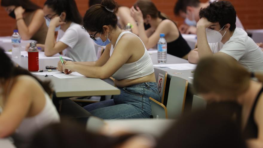 Revuelo por un 'perquè' en el examen de Valenciano en selectividad