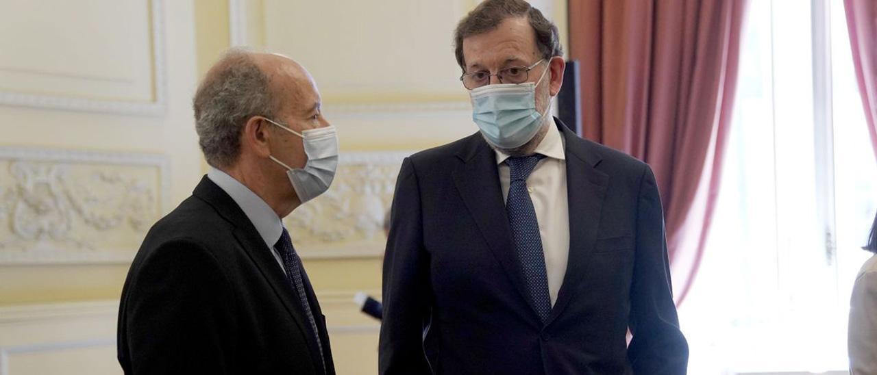 El ministro de Justicia Juan Carlos Campo y Mariano Rajoy.
