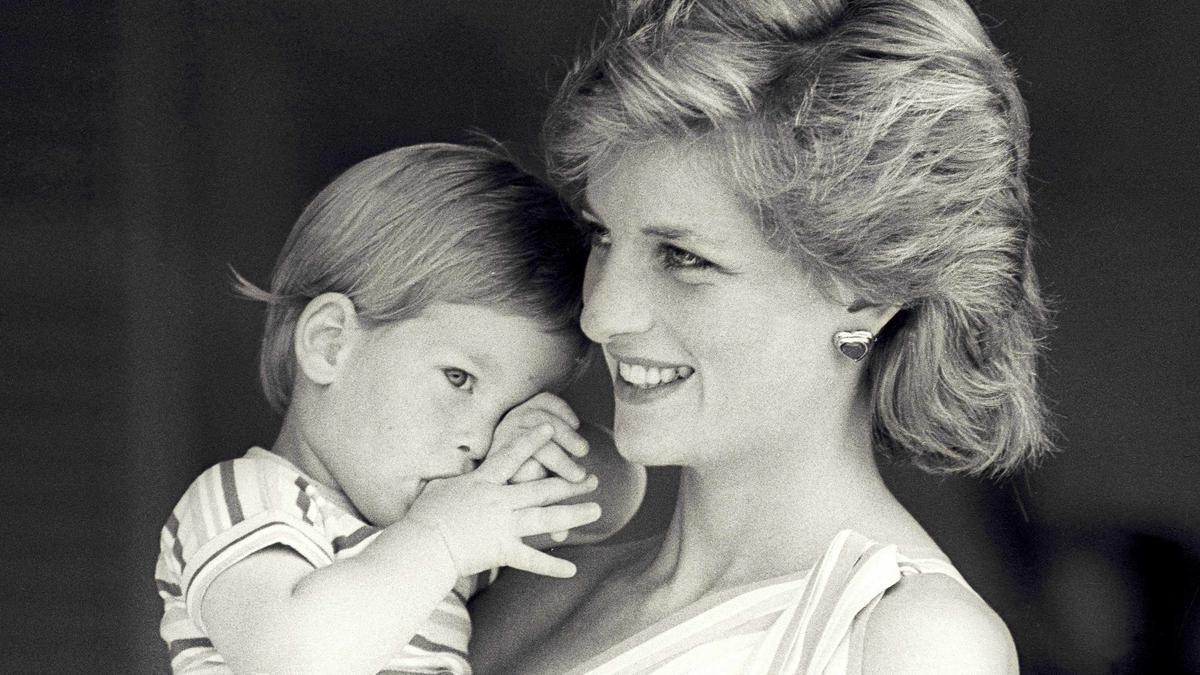 Lady Di con su hijo, el príncipe Enrique